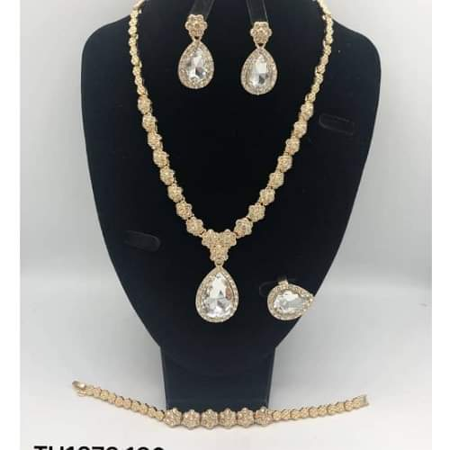 Lovely Set of Jewelry for Women
